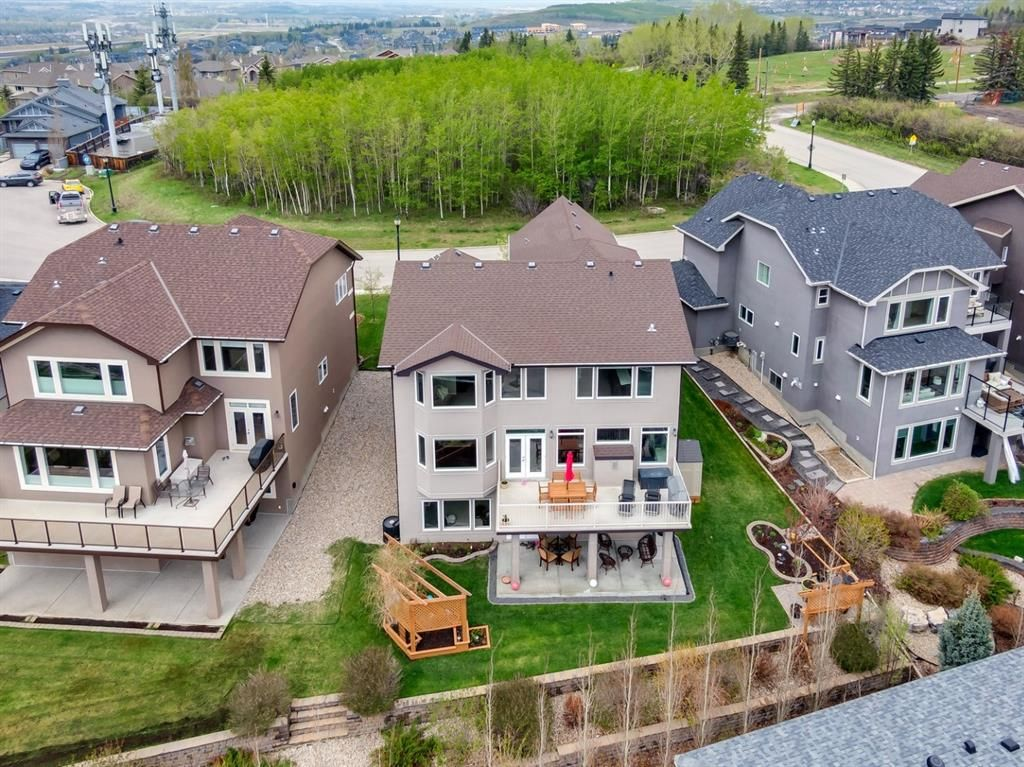 Main Photo: 11 Springbluff Point SW in Calgary: Springbank Hill Detached for sale : MLS®# A1127587