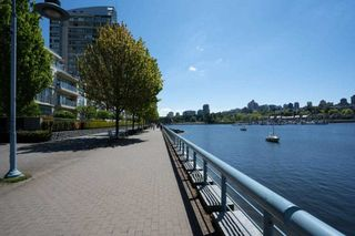 """Photo 6: 1907 1495 RICHARDS Street in Vancouver: Yaletown Condo for sale in """"Azzura Two"""" (Vancouver West)  : MLS®# R2580924"""