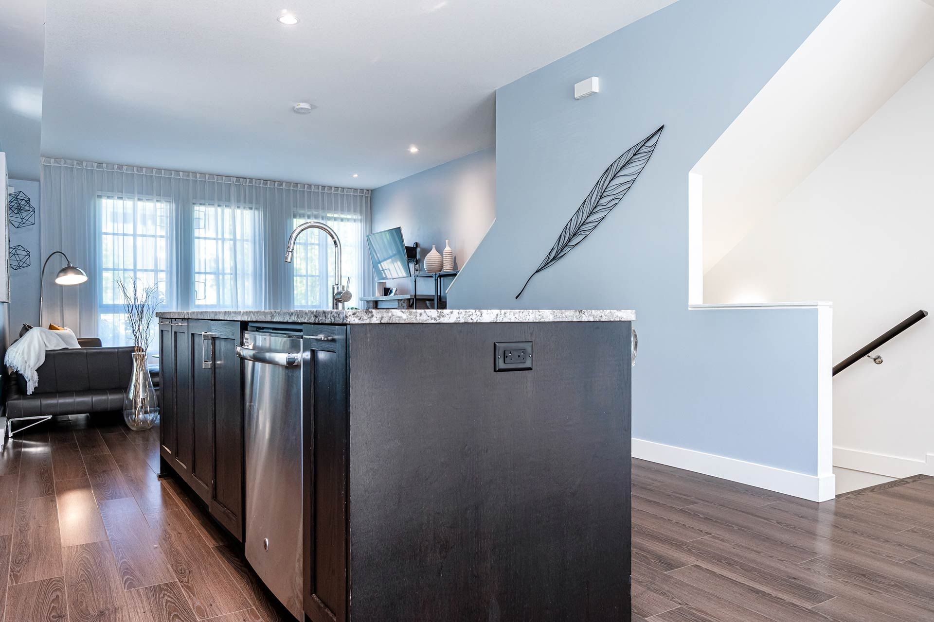 """Photo 13: Photos: 154 548 FOSTER Avenue in Coquitlam: Coquitlam West Townhouse for sale in """"BLACK + WHITE"""" : MLS®# R2587208"""