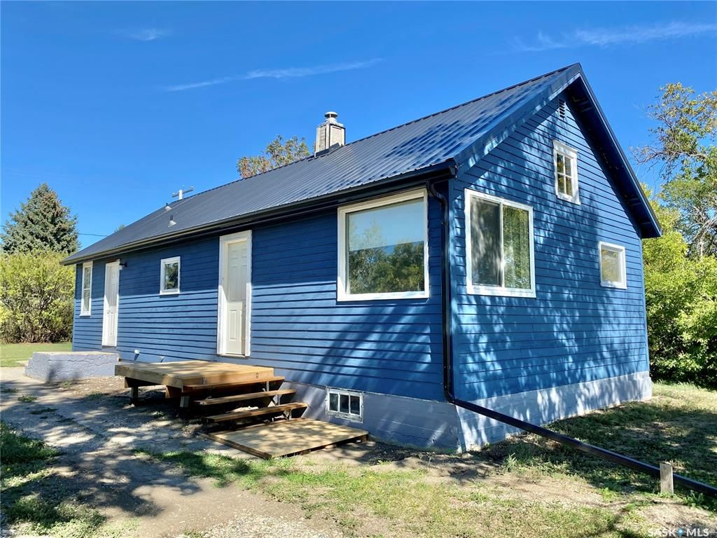 Main Photo: 202 Railway Avenue East in Dinsmore: Residential for sale : MLS®# SK869664
