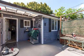 """Photo 16: 951 E 17TH Avenue in Vancouver: Fraser VE House for sale in """"CEDAR COTTAGE"""" (Vancouver East)  : MLS®# R2205343"""