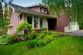 Photo 3: 131 Strathbury Bay SW in Calgary: Strathcona Park Detached for sale : MLS®# A1116863