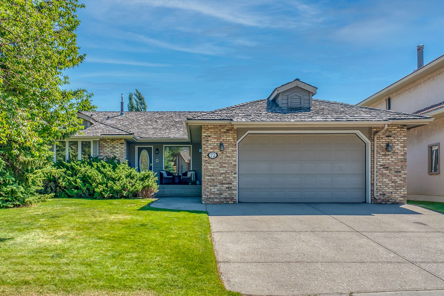Main Photo: 72 Edelweiss Drive NW in Calgary: Edgemont Detached for sale : MLS®# A1125940