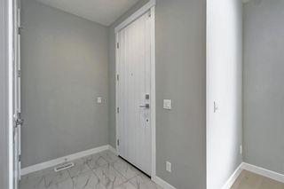 Photo 3: 632 17 Avenue NW in Calgary: Mount Pleasant Semi Detached for sale : MLS®# A1058281
