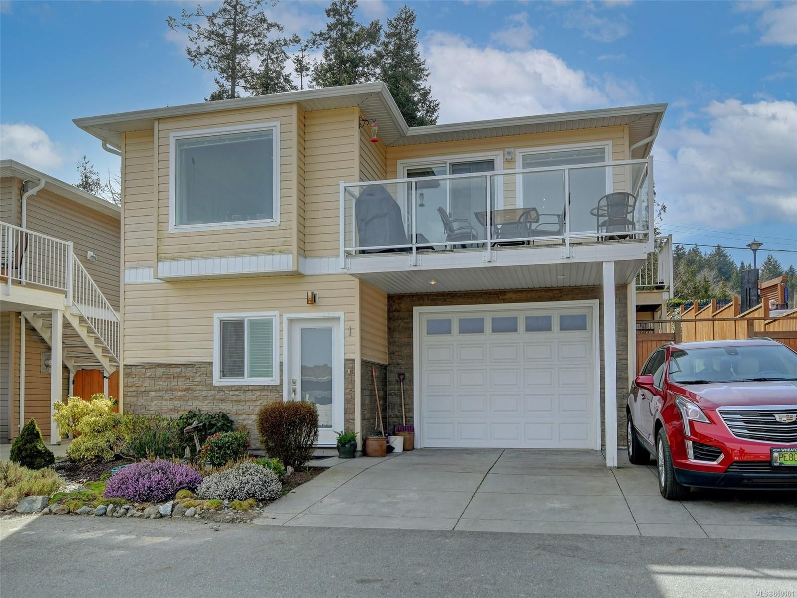 Main Photo: 1 2740 Stautw Rd in : CS Hawthorne House for sale (Central Saanich)  : MLS®# 869061