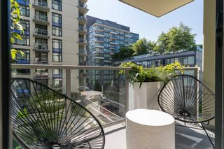 """Photo 4: 501 1708 COLUMBIA Street in Vancouver: False Creek Condo for sale in """"WALL CENTRE FALSE CREEK"""" (Vancouver West)  : MLS®# R2603692"""