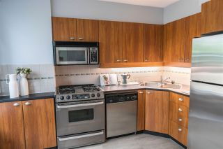 """Photo 6: 1428 W HASTINGS Street in Vancouver: Coal Harbour Townhouse for sale in """"DOCKSIDE"""" (Vancouver West)  : MLS®# R2464469"""