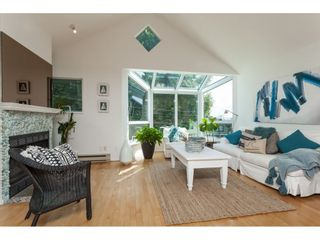 """Photo 4: 1137 ELM Street: White Rock Townhouse for sale in """"Marine Court"""" (South Surrey White Rock)  : MLS®# R2401346"""