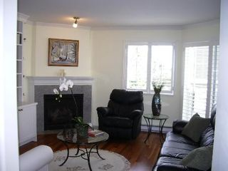 Photo 7: BEAUTIFULLY RENOVATED 3-BR TOWNHOUSE!