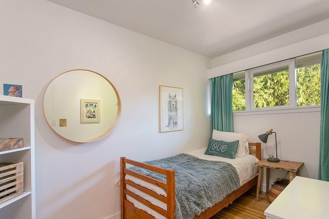 Photo 10: Photos: 3049 ELIZABETH WAY in North Vancouver: Capilano NV House for sale : MLS®# R2400055