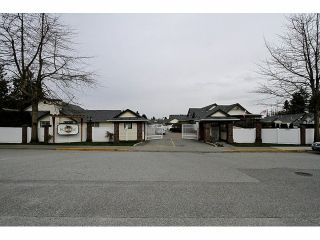 """Photo 2: 115 19649 53RD Avenue in Langley: Langley City Townhouse for sale in """"Huntsfield Green"""" : MLS®# F1406703"""