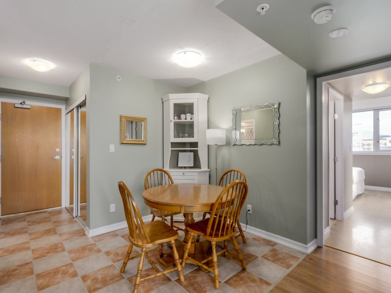 """Photo 5: Photos: 808 63 KEEFER Place in Vancouver: Downtown VW Condo for sale in """"Europa"""" (Vancouver West)  : MLS®# R2061272"""