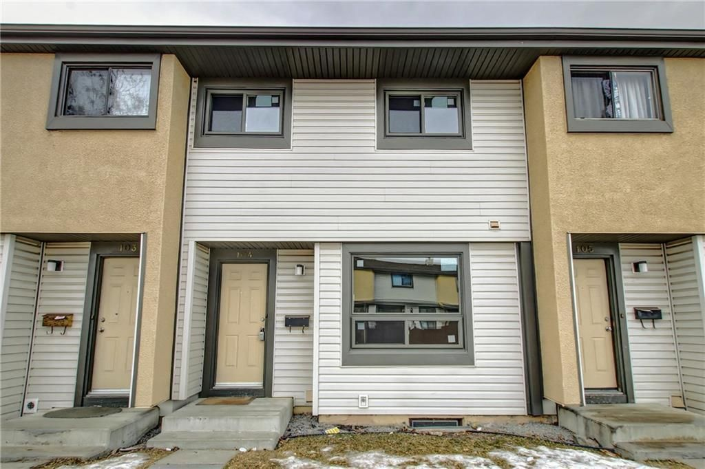 Main Photo: 104 2720 RUNDLESON Road NE in Calgary: Rundle Row/Townhouse for sale : MLS®# C4221687
