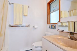"""Photo 10: 2958 KIDD Road in Surrey: Crescent Bch Ocean Pk. House for sale in """"Crescent Beach"""" (South Surrey White Rock)  : MLS®# R2039219"""