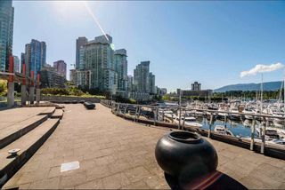 """Photo 3: 2303 590 NICOLA Street in Vancouver: Coal Harbour Condo for sale in """"CASCINA"""" (Vancouver West)  : MLS®# R2587665"""
