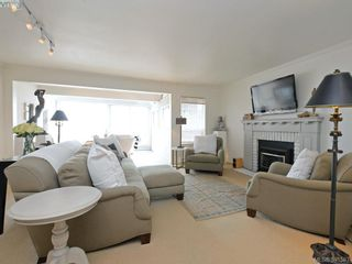Photo 2: 2324 Esplanade in VICTORIA: OB Estevan Row/Townhouse for sale (Oak Bay)  : MLS®# 766666