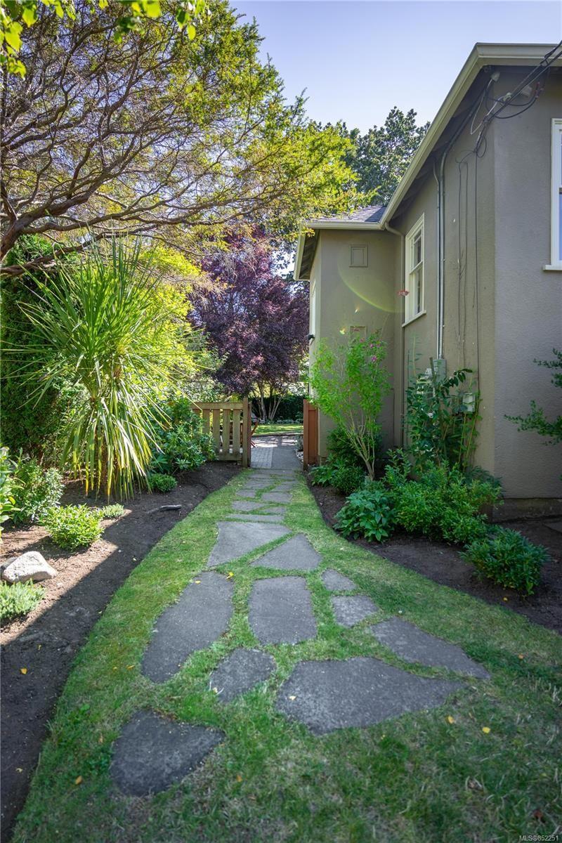Photo 27: Photos: 2363 Pacific Ave in : OB Estevan House for sale (Oak Bay)  : MLS®# 852251