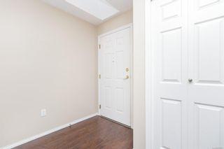 Photo 5: 401 1070 Southgate St in : Vi Downtown Condo for sale (Victoria)  : MLS®# 883761