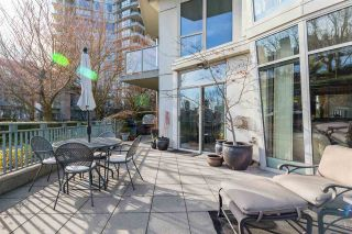 "Photo 3: TH111 1288 MARINASIDE Crescent in Vancouver: Yaletown Townhouse for sale in ""Crestmark I"" (Vancouver West)  : MLS®# R2549065"