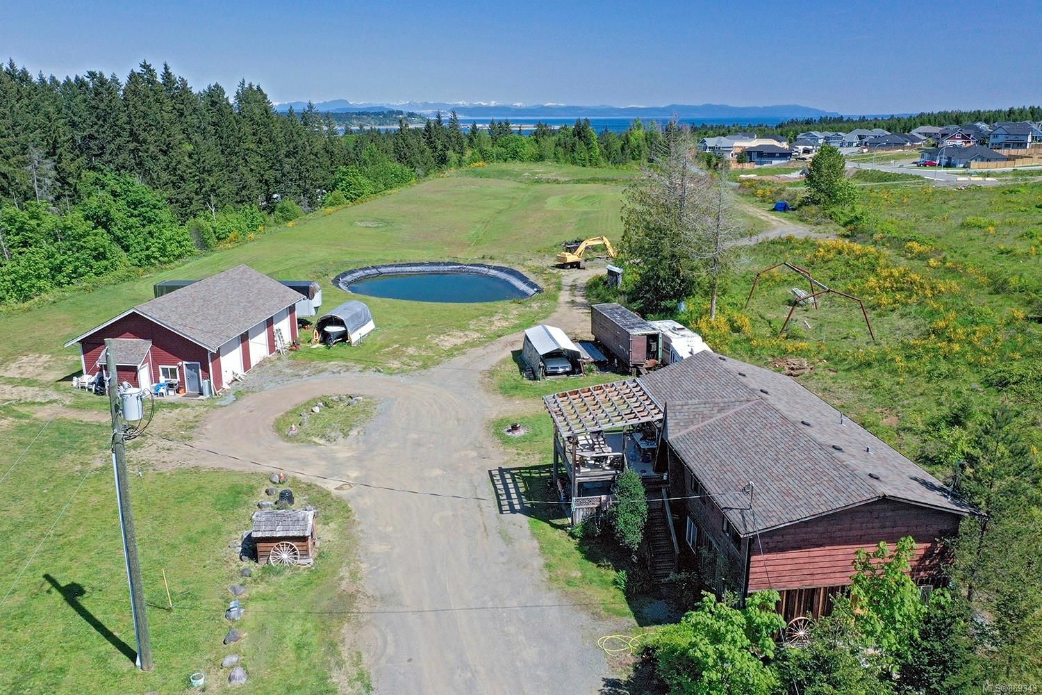 Main Photo: 4120 Fraser Rd in : CV Courtenay South House for sale (Comox Valley)  : MLS®# 869343