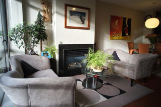 """Photo 2: 162 W 1ST Street in North Vancouver: Lower Lonsdale Townhouse for sale in """"ONE PARK LANE"""" : MLS®# R2024415"""