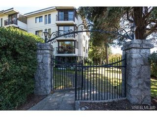 Photo 1: 401 1875 Lansdowne Rd in VICTORIA: SE Camosun Condo for sale (Saanich East)  : MLS®# 740389
