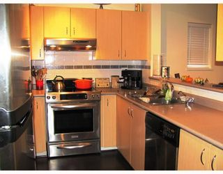"""Photo 7: 9 123 7TH Street in New Westminster: Uptown NW Townhouse for sale in """"ROYAL CITY TERRACE"""" : MLS®# V796259"""