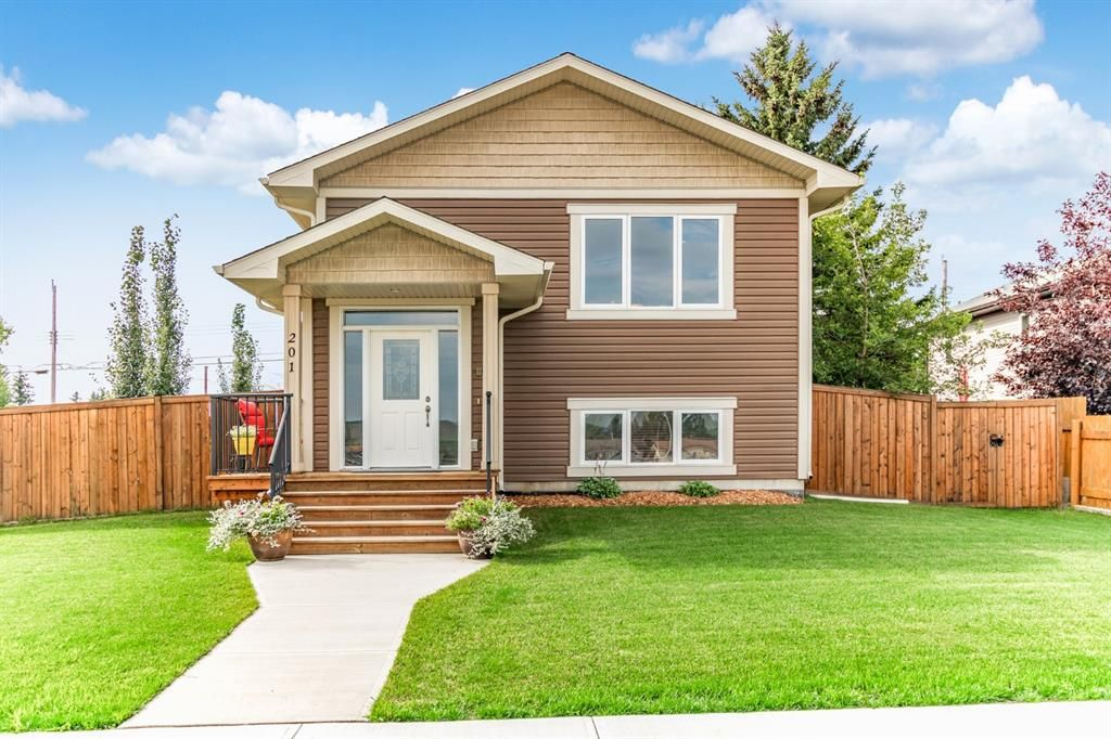Main Photo: 201 Royal Avenue NW: Turner Valley Detached for sale : MLS®# A1142026