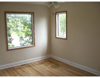 Photo 5: 414 AMHERST Street in WINNIPEG: St James Single Family Detached for sale (West Winnipeg)  : MLS®# 2709306