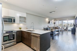 Photo 2: 302 2267 PITT RIVER Road in Port Coquitlam: Central Pt Coquitlam Condo for sale : MLS®# R2443359