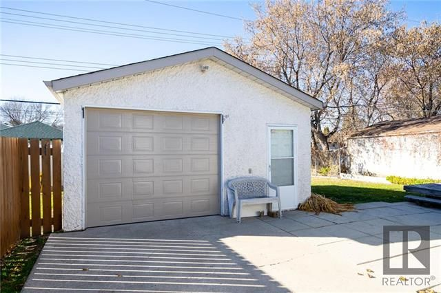 Photo 18: Photos: 476 Emerson Avenue in Winnipeg: Residential for sale (3G)  : MLS®# 1828027