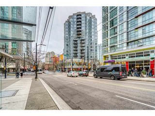 """Photo 3: 1509 1212 HOWE Street in Vancouver: Downtown VW Condo for sale in """"1212 HOWE by WALL FINANCIAL"""" (Vancouver West)  : MLS®# R2052065"""