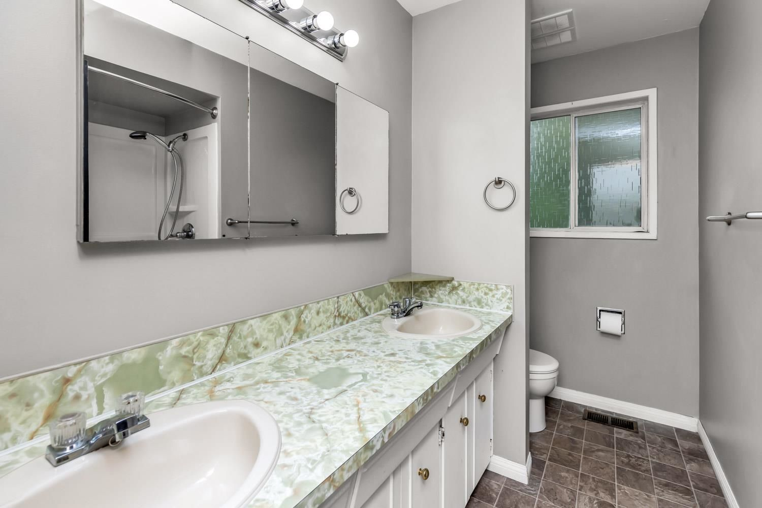 Photo 17: Photos: 2614 VALEMONT Crescent in Abbotsford: Abbotsford West House for sale : MLS®# R2611366