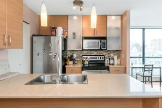 """Photo 10: 3407 909 MAINLAND Street in Vancouver: Yaletown Condo for sale in """"Yaletown Park II"""" (Vancouver West)  : MLS®# R2593394"""