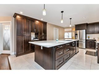 """Photo 5: 17345 63A Avenue in Surrey: Cloverdale BC House for sale in """"Cloverdale"""" (Cloverdale)  : MLS®# R2446374"""