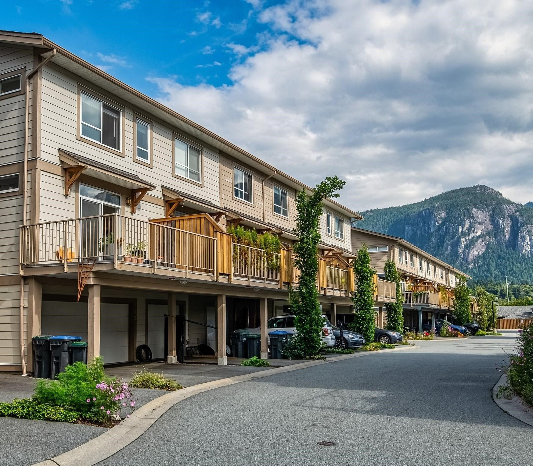 """Main Photo: 48 1188 WILSON Crescent in Squamish: Dentville Townhouse for sale in """"The Current"""" : MLS®# R2617887"""