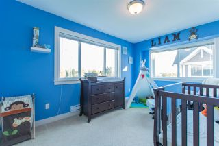 """Photo 17: 24 7298 199A Street in Langley: Willoughby Heights Townhouse for sale in """"YORK"""" : MLS®# R2115410"""