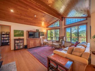 """Photo 4: 13702 CAMP BURLEY Road in Garden Bay: Pender Harbour Egmont House for sale in """"Mixal Lake"""" (Sunshine Coast)  : MLS®# R2485235"""