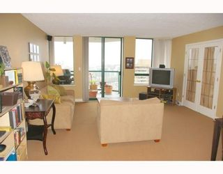 """Photo 3: 121 10TH Street in New Westminster: Uptown NW Condo for sale in """"Vista Royale"""" : MLS®# V639568"""