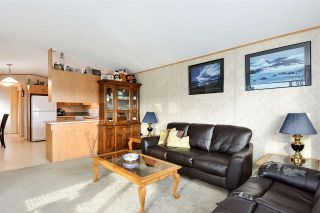 """Photo 10: 38 15875 20 Avenue in Surrey: King George Corridor Manufactured Home for sale in """"Sea Ridge Bays"""" (South Surrey White Rock)  : MLS®# R2375018"""