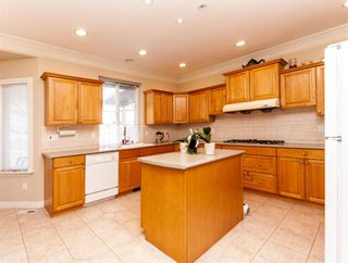 Photo 7: 4049 BOND Street in Burnaby: Central Park BS House for sale (Burnaby South)  : MLS®# R2217507