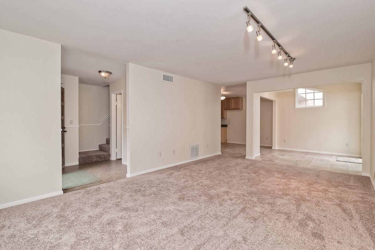 Photo 3: Photos: CLAIREMONT Condo for sale : 3 bedrooms : 5513 Caminito Roberto in San Diego