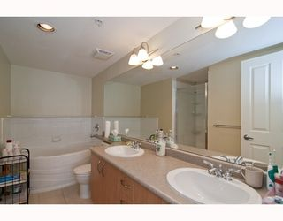 """Photo 10: 301 995 W 59th Ave in Vancouver: Marpole Condo for sale in """"Chruchill Gardens"""" (Vancouver West)  : MLS®# V812017"""