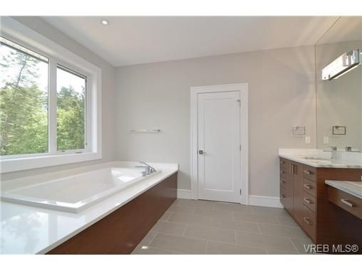 Photo 15: Photos: 111 Parsons Rd in VICTORIA: VR Six Mile House for sale (View Royal)  : MLS®# 684415