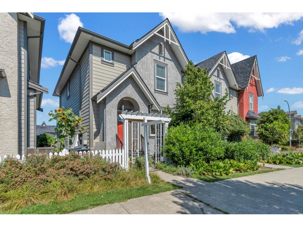 Main Photo: 21081 80 Avenue in Langley: Willoughby Heights Condo for sale : MLS®# R2490786
