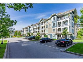 """Photo 3: 304 16396 64 Avenue in Surrey: Cloverdale BC Condo for sale in """"The Ridgse and Bose Farms"""" (Cloverdale)  : MLS®# R2579470"""