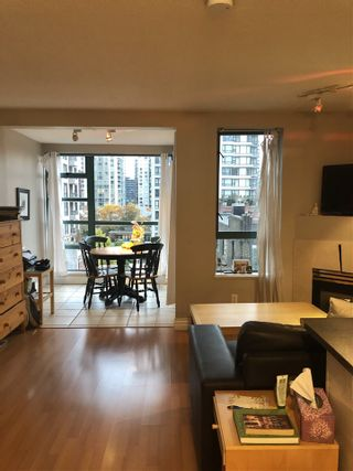 "Photo 4: 606 939 HOMER Street in Vancouver: Yaletown Condo for sale in ""The Pinnacle"" (Vancouver West)  : MLS®# R2575270"