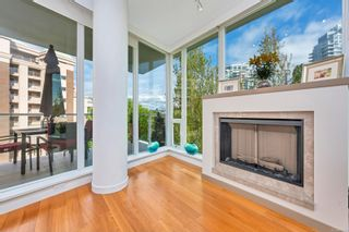Photo 3: 401 68 Songhees Rd in : VW Songhees Condo for sale (Victoria West)  : MLS®# 875330