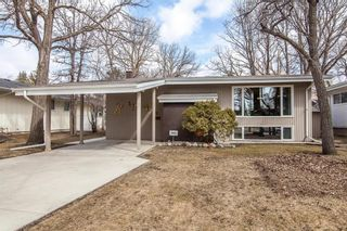 Photo 1: 52 Henday Bay in Winnipeg: Residential for sale (5G)  : MLS®# 202008323