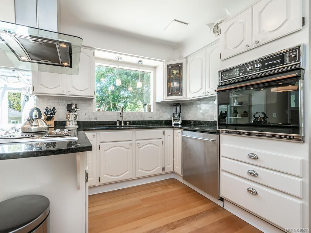 Photo 7: Photos: 2232 Cranmore Rd in Oak Bay: OB North Oak Bay House for sale : MLS®# 840539